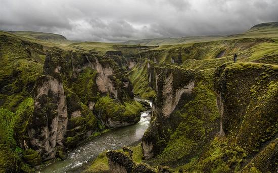 Fjaðrárgljúfur-canyon-Iceland-1