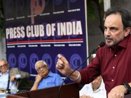Journalists protest CBI raids