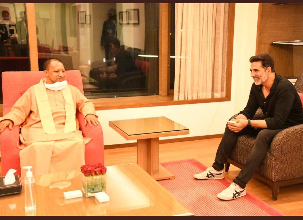 CM Yogi Adityanath with Akshay Kumar