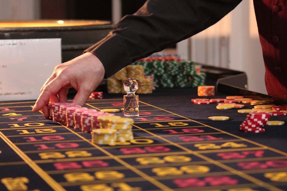 How Do Online Casinos Work? A Sneak Peak Into The Tech Behind It